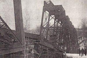 dismantling the bridge in 1962